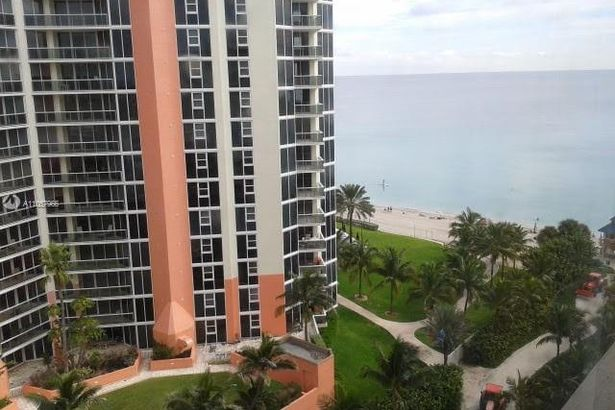19201 Collins Ave #1028