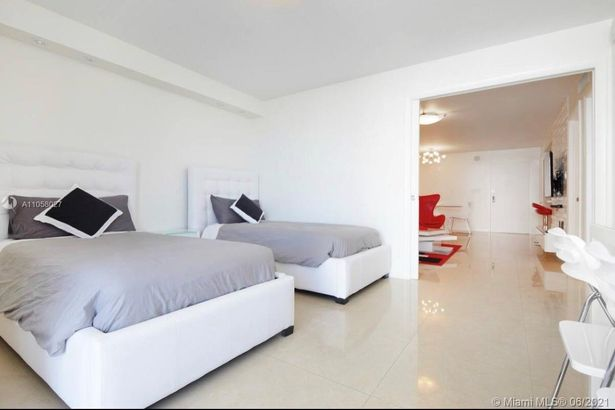 2401 Collins Ave #1110