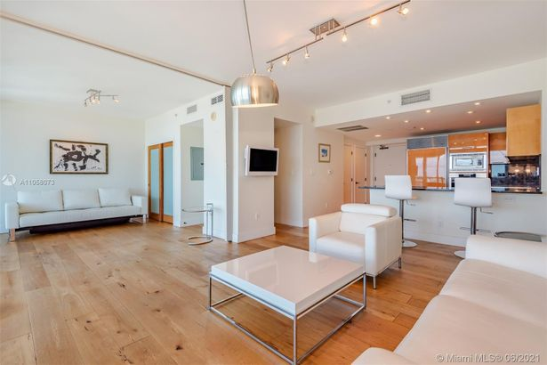 6799 Collins Ave #1506