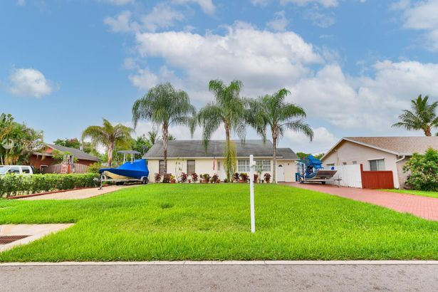 4840 NW 77th Ct