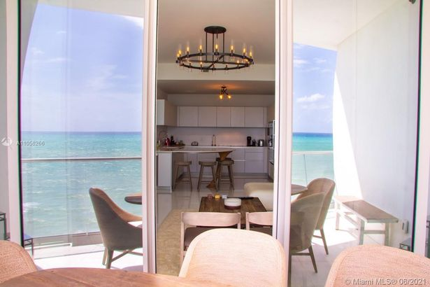 16901 Collins Ave #904