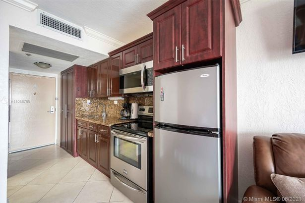 19201 Collins Ave #535