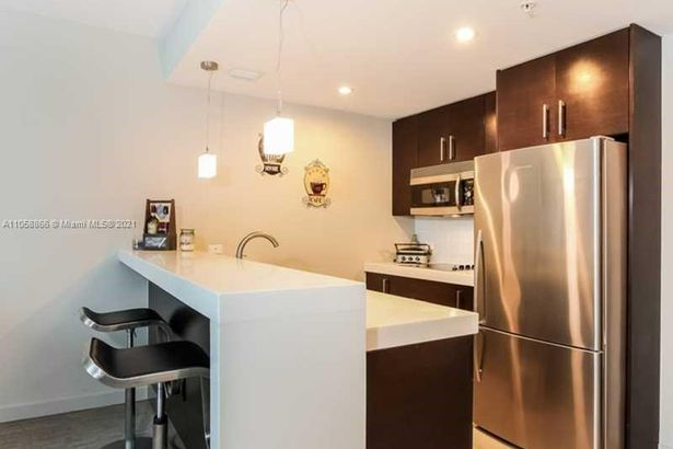 17315 Collins Ave #1208