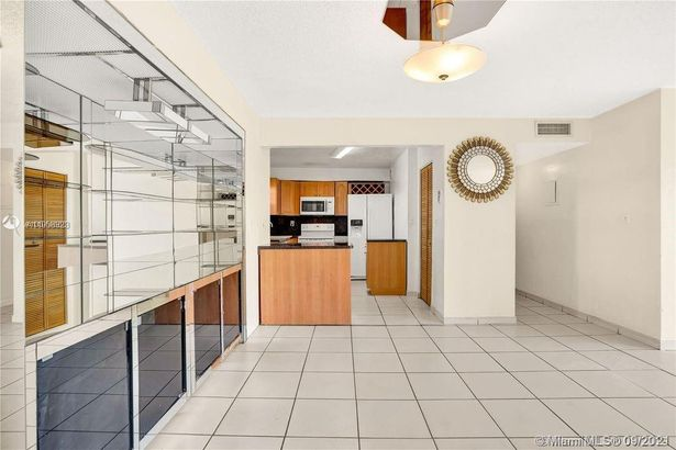 8889 Fontainebleau Blvd #504