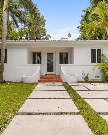 966 NE 80th St Miami, FL, 33138