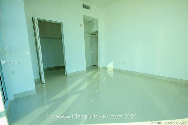 950 Brickell Bay Dr #5100