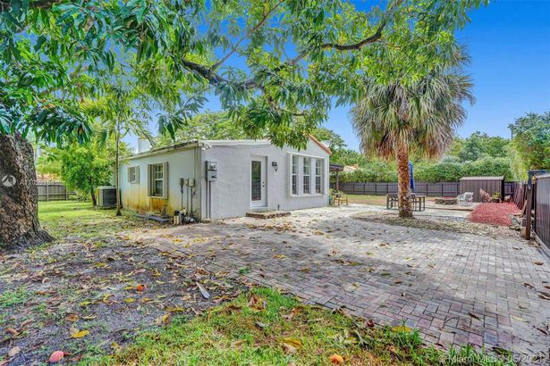 188 NW 110th St