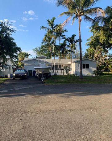628 SW 2nd Ct Hallandale Beach, FL, 33009