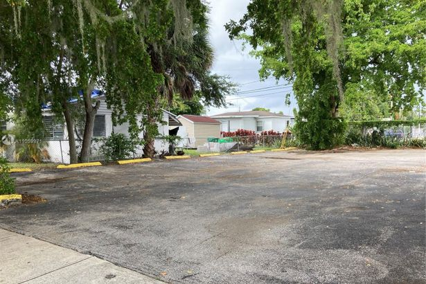 800 NW 54th STREET