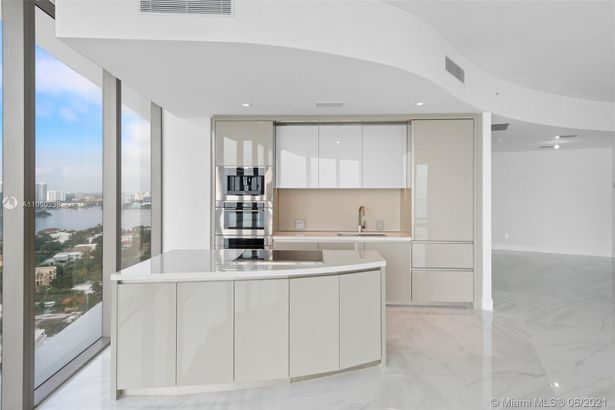 18975 Collins Ave #1804