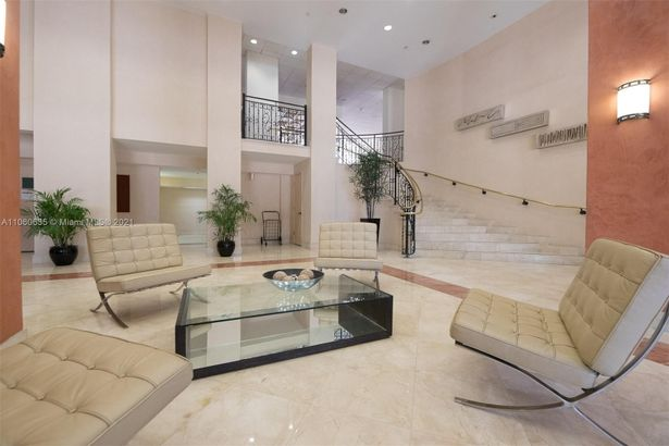 5825 Collins Ave #12F