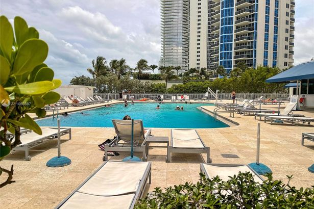 19201 Collins Ave #348