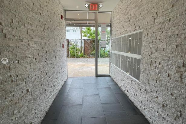 240 Collins Ave #4A