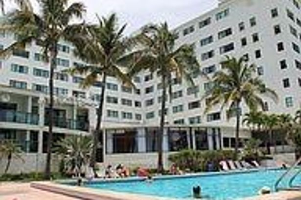 16445 Collins Ave #2525