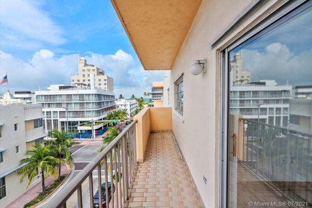 1150 Collins Ave #503