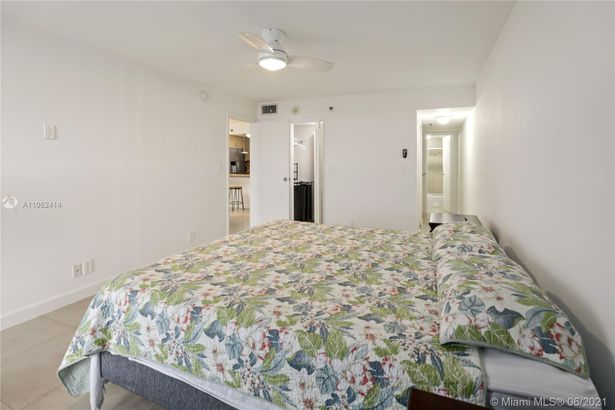 2625 Collins Ave #1010
