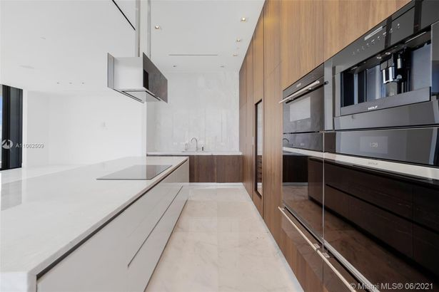 17141 Collins Ave #3401