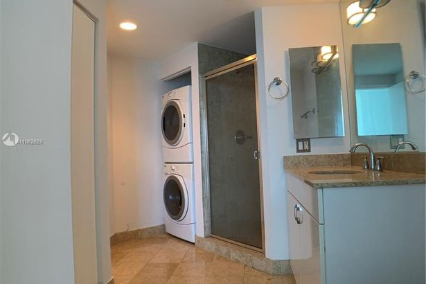 4775 Collins Ave #3902