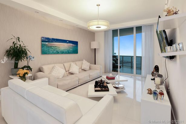 15901 Collins Ave #604