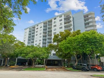 6900 Bay Dr #5L, Miami Beach, FL, 33141,