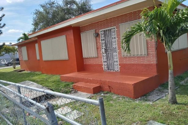 2501 NW 55th St
