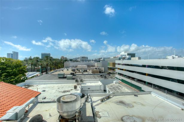 605 Lincoln Rd #460