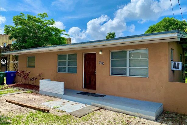 1520 NW 28th St
