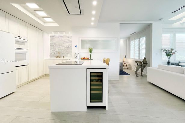 5255 Collins Ave #6F