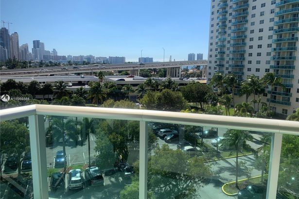 19380 Collins Ave #625