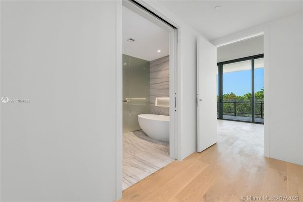 8701 Collins Ave #404