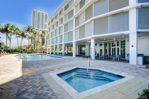 6515 Collins Ave #708