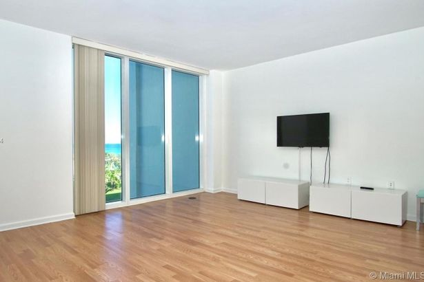 10275 Collins Ave #506