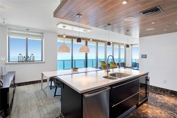 5875 Collins Ave #1702