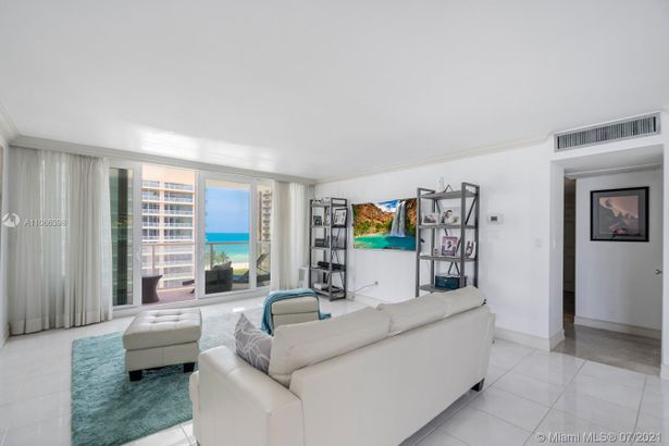 5750 Collins Ave #10G