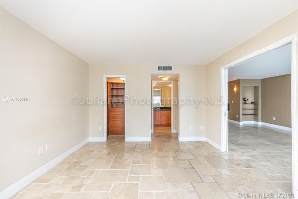 6917 Collins Ave #1610