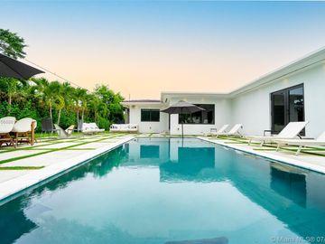 525 W 37th St, Miami Beach, FL, 33140,