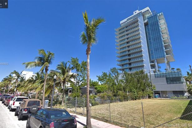 121 Collins Ave
