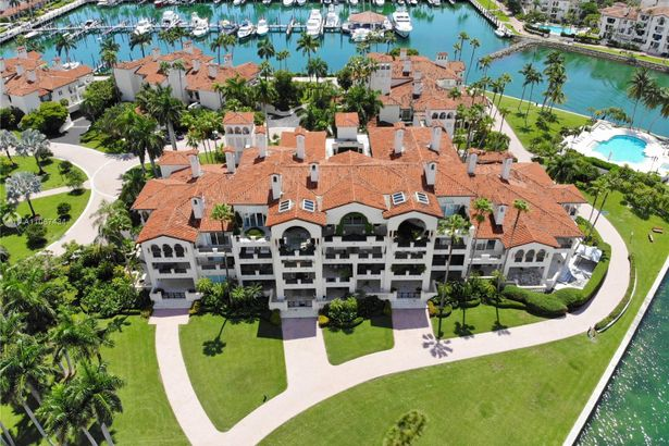 4832 Fisher Island Dr #4832