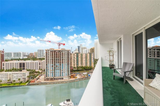 100 Bayview Dr #1803