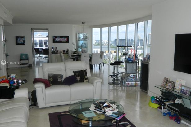 17555 Collins Ave #2108