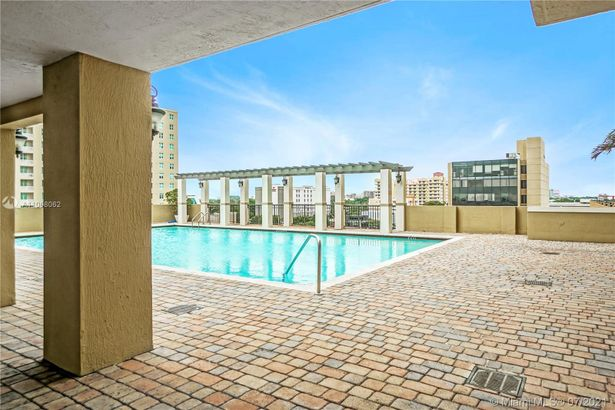 4242 NW 2nd St #913