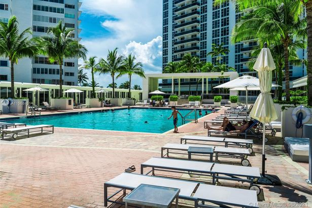 10275 Collins Ave #434