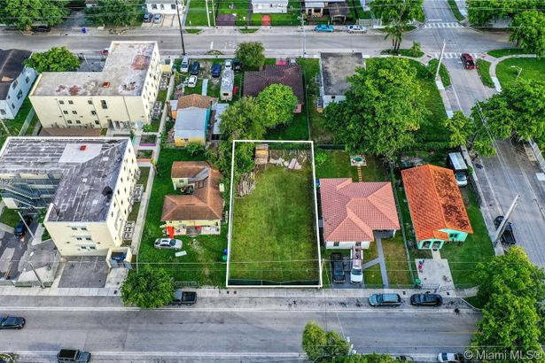 1284 NW 58th Ter