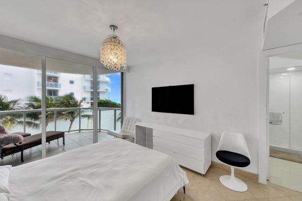18671 Collins Ave #402