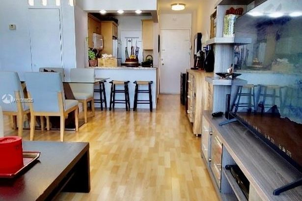 2899 Collins Ave #1502