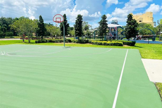 567 Racquet Club Rd #19