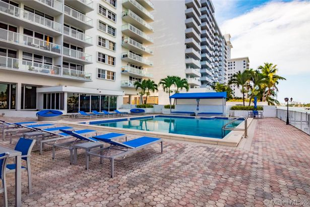 5750 Collins Ave #7A