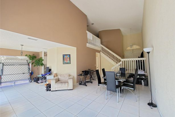 11366 NW 50th Ter