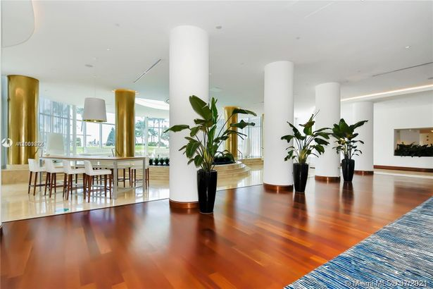 5151 Collins Ave #720