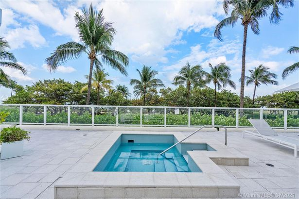 10185 Collins Ave #407